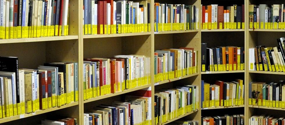 La biblioteca consegna le tessere ai nuovi nati e presenta i libri di fiabe di Celestino Tuninetti.