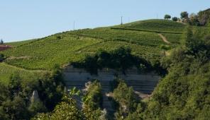 Le tipiche rocche presenti a Castiglione Tinella