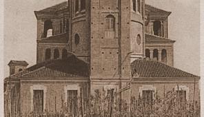 La chiesa Sant'Andrea in una vecchia cartolina. Notare che il campanile non era