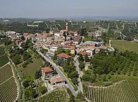 Vista aerea di Castiglione Tinella.