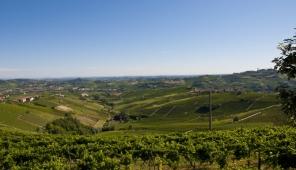 Vista panoramica sulle colline di Castiglione Tinella